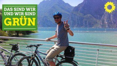 Mnann auf Fahrrad vor einem Bergsee