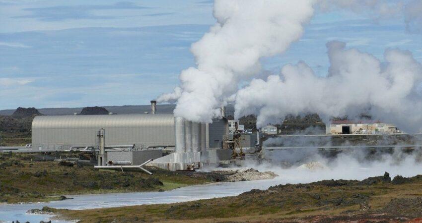 Heizkraftwerk in Island mit viel Dampf