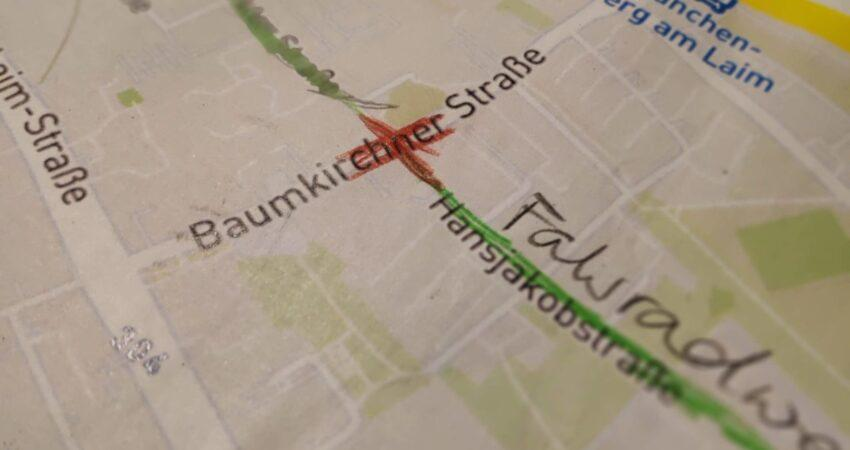 Stadtplan mit Buntstift-Markierungen